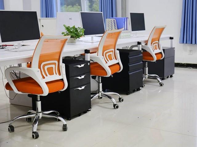 Ghế xoay văn phòng đẹp tựa lưới màu cam